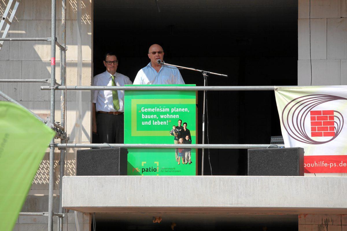 Geschäftsführer der Bauhilfe Ralph Stegner und Baudezernent Michael Schieler